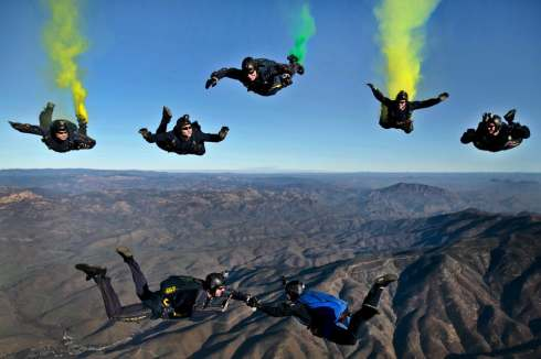 california-parachutists-skydivers-flares-70361